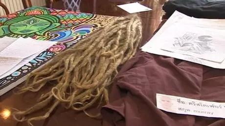Chirs Dodd teve a cabeça raspada ao chegar na prisão, mas pode voltar ao Reino Unido com suas mechas de cabelo