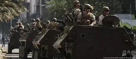 É a primeira vez desde a ditadura de Pinochet que o Exército está nas ruas