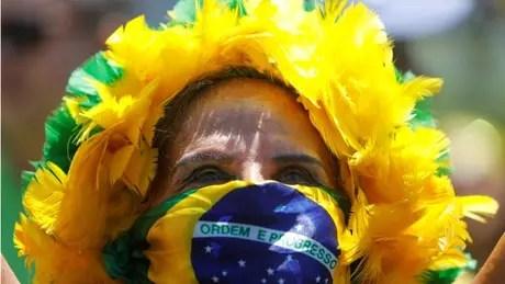 Apropriação de símbolos nacionais é comum na direita pela mundo, diz Adriana Dias
