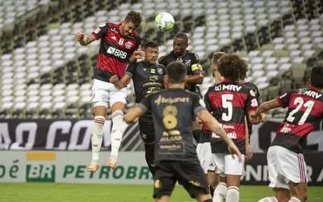 Flamengo viu sua zaga bater cabeça diante do Ceará (Foto: Alexandre Vidal / Flamengo)