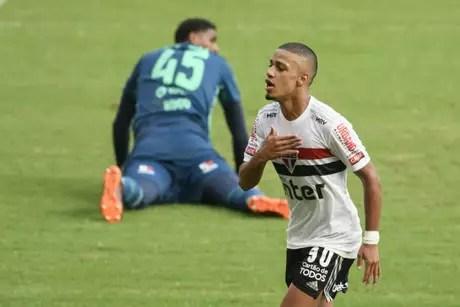 Brenner marcou seu 14º gol na temporada (Foto: Celso Pupo/Fotoarena/Lancepress!)