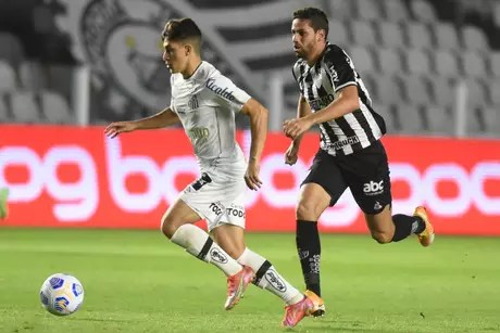 Gabriel Pirani no jogo contra o Atlético-MG pelo Brasileirão Ivan Storti/Santos FC