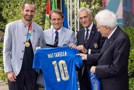 Mattarella ao lado de Gravina, Mancini e Chiellini