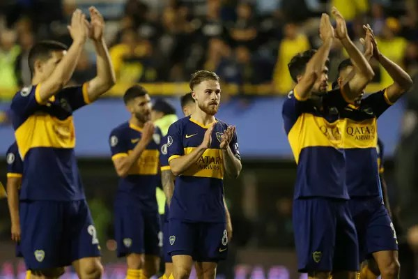 Jogadores do Boca foram aplaudidos pela torcida após eliminação.