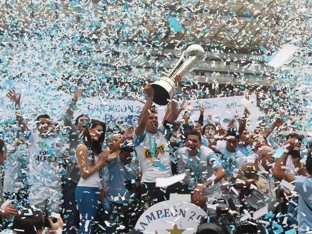 Sporting Cristal fue campeón de fútbol peruano 2012 Foto:  / Miguel Ángel Bustamante / Terra Perú