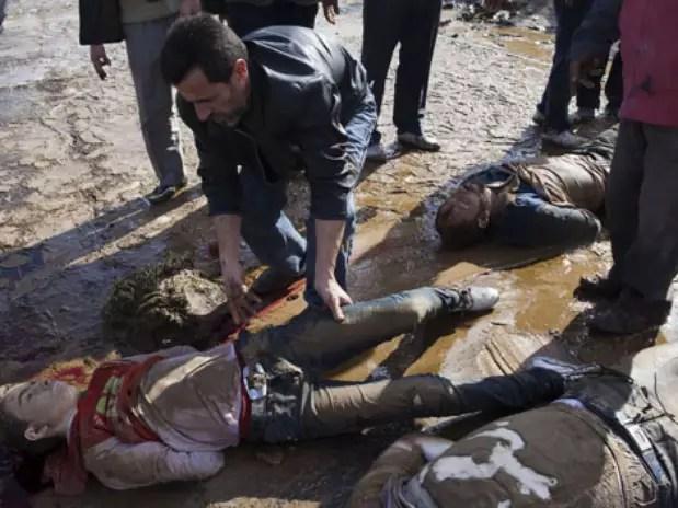 Unos 80 cadáveres sin identificar fueron hallados hoy en el río Queiq, que atraviesa la ciudad siria de Alepo. Foto:  / AFP