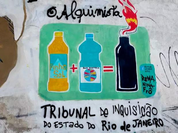 Grafite faz referência à prisão do catador, que carregava garrafas de desinfetante e água sanitária Foto: Daniel Ramalho / Terra