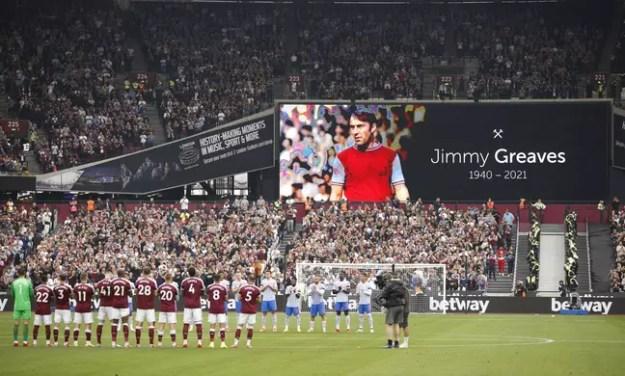 Jimmy Greaves é homenageado antes do jogo entre Manchester United e West Ham