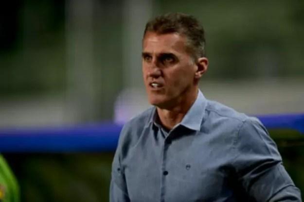 Muitta calma nessa hora! Esse é o pensamento de Mancini sobre o momento do Coelho no Brasileiro-(Mourão Panda/América-MG)
