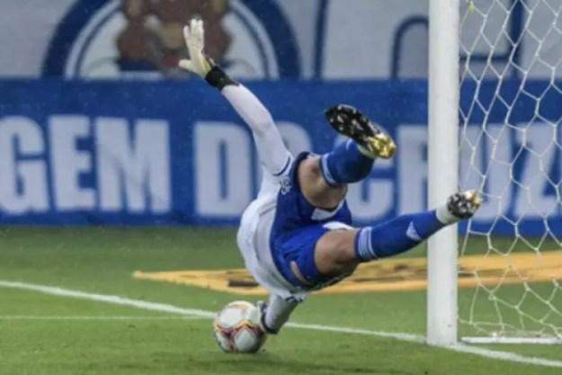 Fábio ajudou a garantir a vitória da Raposa sobre o Coxa-(Gustavo Aleixo/Cruzeiro)