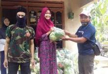 Photo of Gotong Royong Saat Pandemi Covid-19 Warga Di Magelang Sedekah Sayur