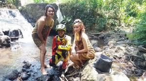 Photo of Jalur Gowes Gadis Desa Viral Pesepeda Berebut Selfie Dengan Wanita Berjarit