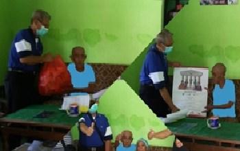 Photo of Penyerahan Bantuan Sembako Dan Kalender 2021