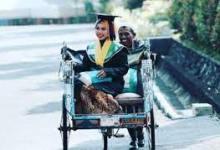 Photo of Raeni Wanita Yang Lulus Diantar Bapak Naik Becak Jadi Doktor
