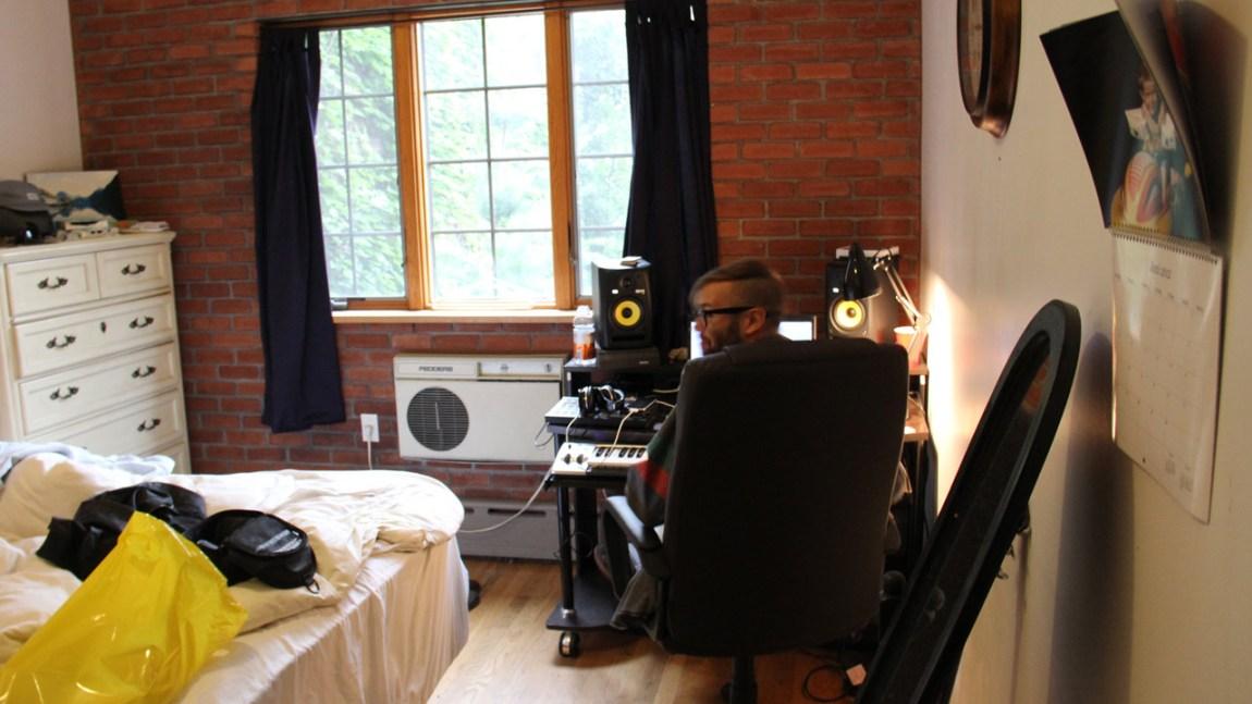 Harald Apall Austad på hjemmekontoret i New York (Foto: Erlend Mokkelbost)