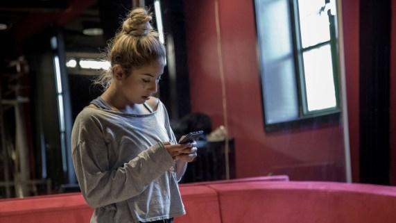 Mia Valentina (bildet) og Sofie Løken valgte å dra til hver sin kant av USA, henholdsvis til Los Angeles og New York, for å satse på en karrière innen dans. (Foto: Jonas Bødtker, NRK)
