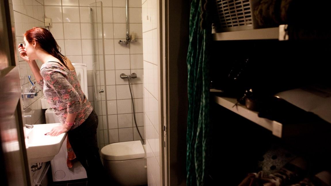 Frida gjør seg klar (Foto: Jonas Bødtker, NRK)