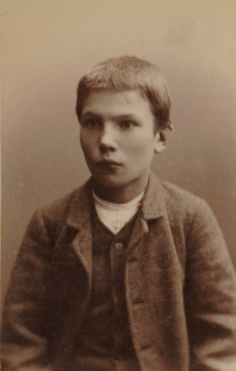 Klemens Engelbrekt Stenborg (12) Kallenavn Klemmern. Iherdig lommetyv og butikktyv. 60 dagers fangekost. Dømt 29.12.1886. (Foto: Norsk rettsmuseum ©)