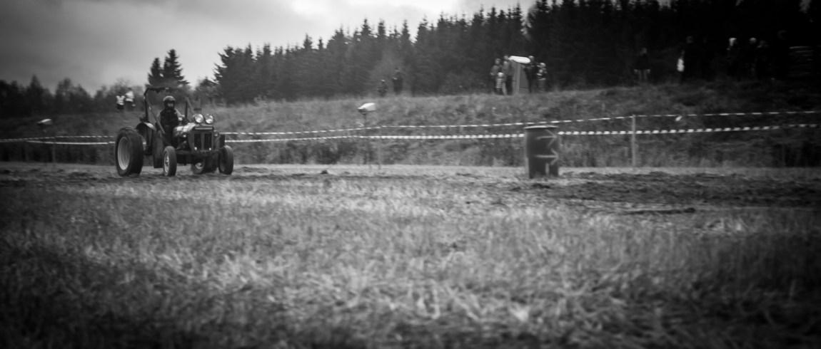 Traktorcross i Kirkenær, Hedmark (Foto: Anton Ligaarden, NRK)