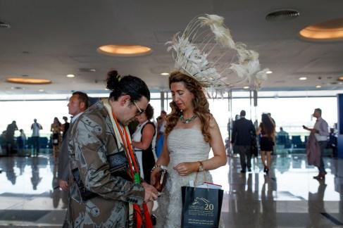 Hattebonanza på «Verdens rikeste løp» i Dubai. (Foto: Matias Nordahl Carlsen, NRK)
