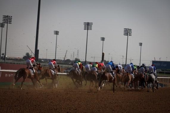 – Nå sitter jeg her i Dubai og er førstejockey for sjeiken av Dubai. Så hvis vi kan fortsette den kurven, så hadde vært ganske kult, forteller William Buick (26). (Foto: Matias Nordahl Carlsen, NRK)