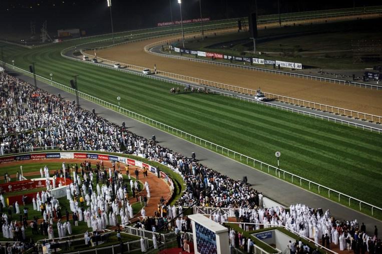 Ingen galoppbaner i verden er i nærheten av Meydan i Dubai. (Foto: Matias Nordahl Carlsen, NRK)
