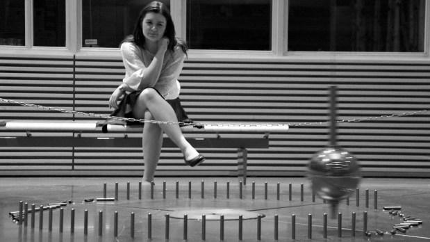 – Jeg tror alle mennesker liker å snakke med folk på sitt eget nivå. Uansett hvor du er på IQ-skalaen, sier Julie Skog, siviløkonom og leder for Mensa. (Foto: Anne Dorte Lunås, NRK)