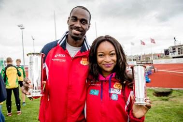 Ezinne Okparaebo og Jaysuma Saidy Ndure mottok kongepokalen under friidretts-NM på Jessheim friidrettsbane i 2014. (Foto: Stian Lysberg Solum / NTB scanpix)