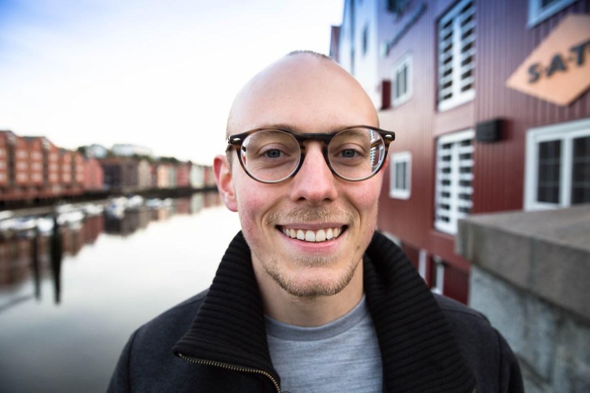 Jørgen Flor (28) har kjempet hardere enn de fleste for å bli psykolog. (Foto: Anne Dorte Lunås, NRK)