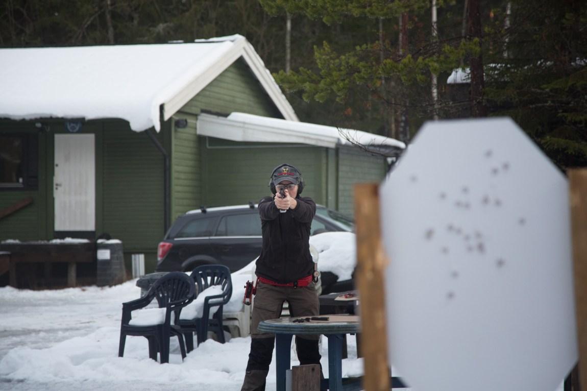 Hilde Nakling er verdensmester i dynamisk sportsskyting med pistol, i divisjonen Standard Lady, fra IPSC Handgun World Shoot i 2014. (Foto: Ludvig Løkholm Lewin, NRK)