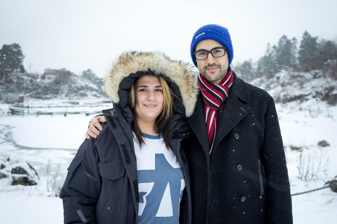 Shirin og broren Pouya i snøen. (Foto: Lars Erik H. Andreassen, NRK)