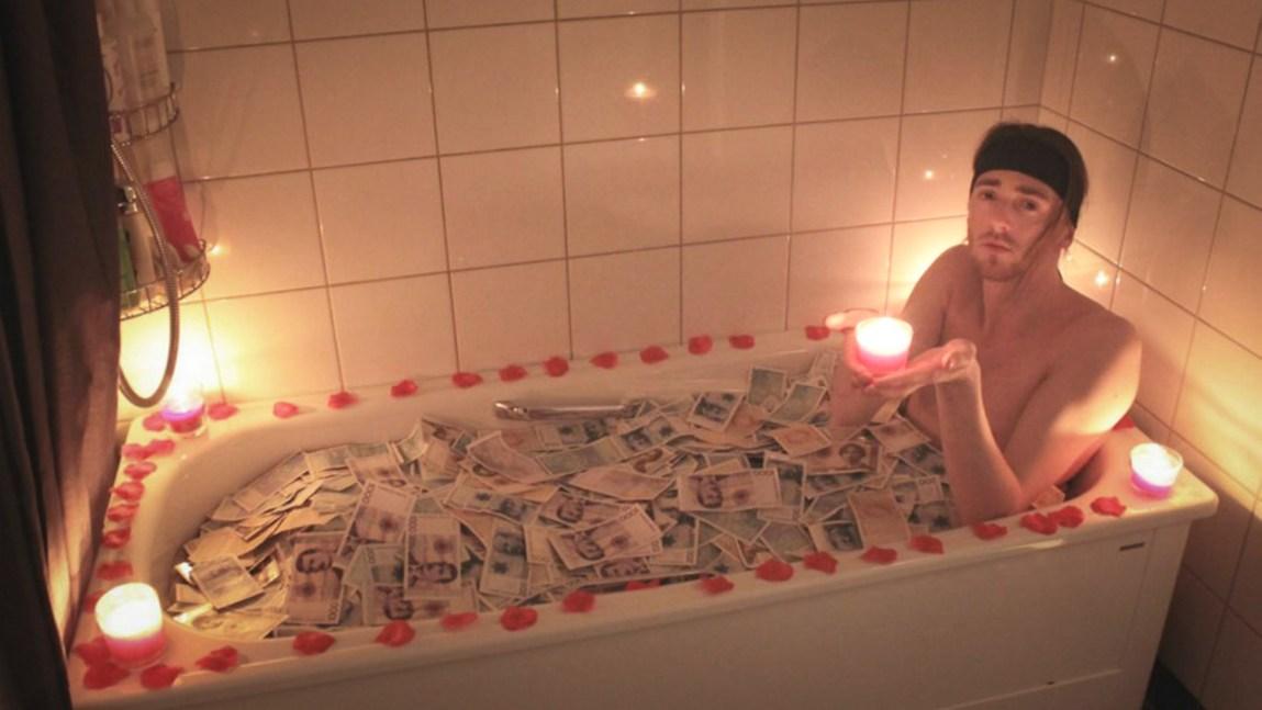 Rik på å fikse russelåter: – I år har jeg fått rundt 300 henvendelser fra russ over hele landet, forteller artisten TIX, eller Andreas Haukeland som er hans egentlige navn. (Foto: Privat)