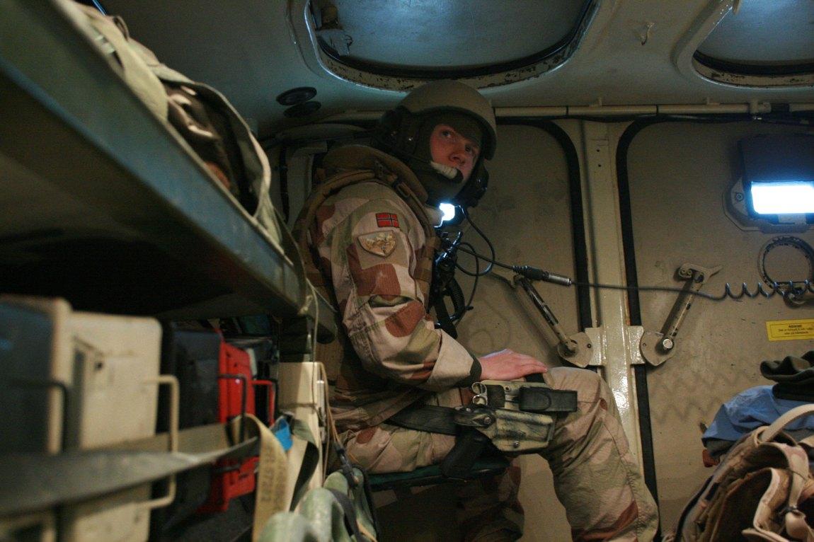 Philip var soldat i Afghanistan i eit og eit halvt år. – Eg kjenner mange som har oppsøkt farlege situasjonar etter at dei har komme heim. Fallskjermhopping, råkøyring, kva som helst som kan gi kjensla av å leve. Adrenalin er eit veldig avhengnadsskapande rusmiddel, seier han. Foto: Eirik Hansen
