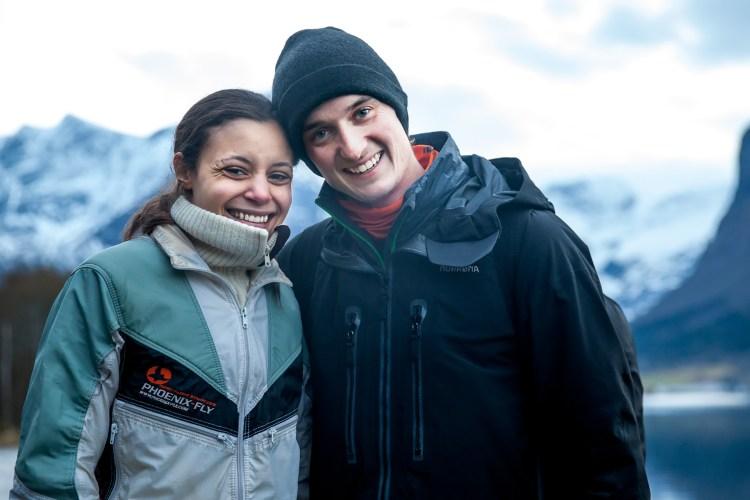 Rebecca Aggvin Løchen (26) og Anders Opsal Mæland (28) møttes gjennom basehoppingen. – Det er deilig å ha en kjæreste i samme miljøet. Men jeg blir litt nervøs hver gang hun skal hoppe, sier Anders. Foto: Martin Aas, NRK P3