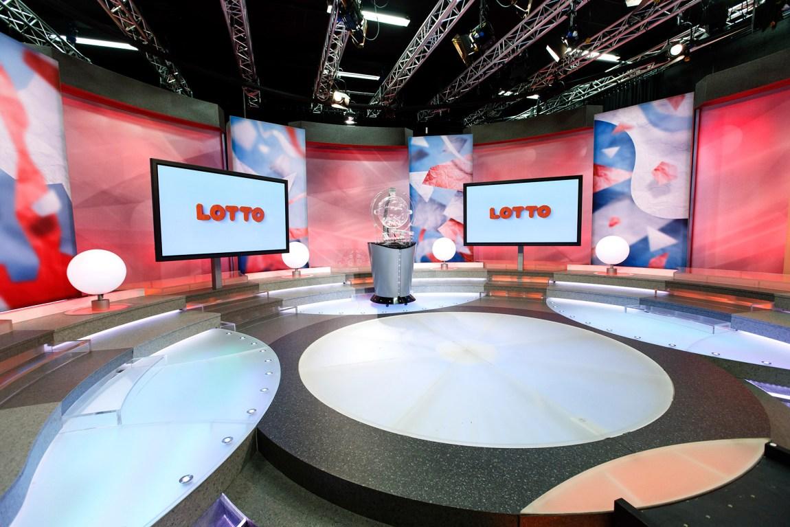 Norsk Tipping og Rikstoto har monopol på pengespill i Norge. Tusenvis av nordmenn følger med på lottotrekninga hver uke. Foto: Gorm Kallestad, NTB Scanpix