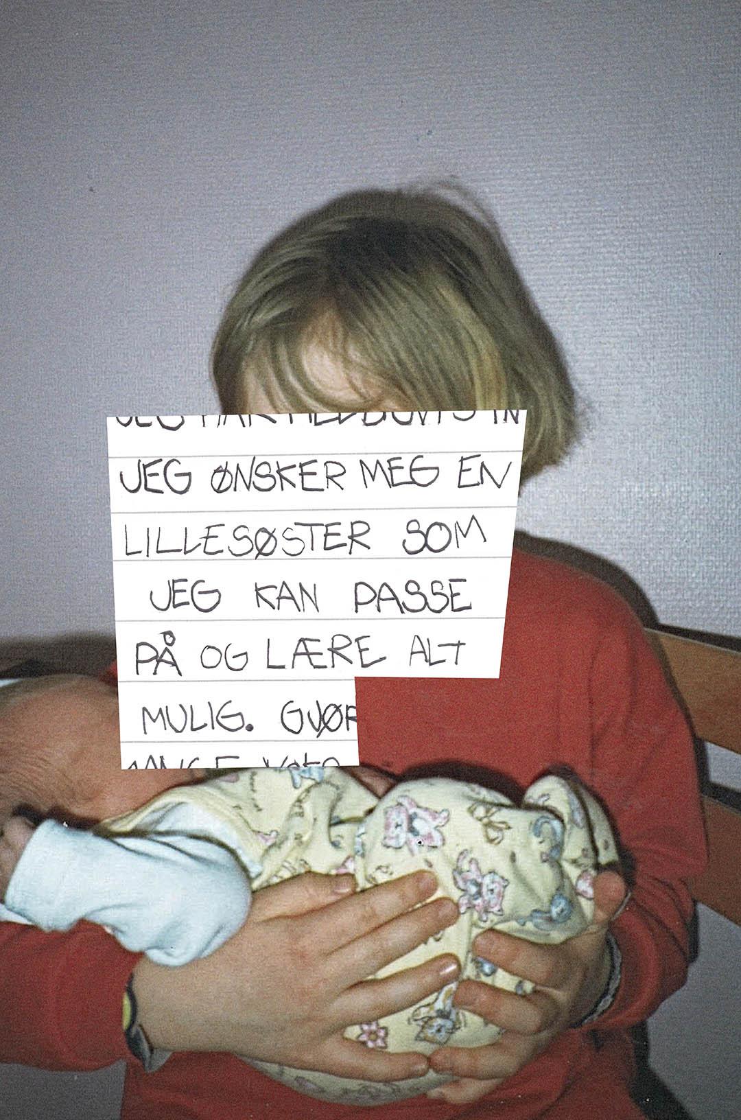 Bilde fra fotoalbum med teksten: Jeg ønsker meg en lillesøster som jeg kan passe på og lære alt mulig.