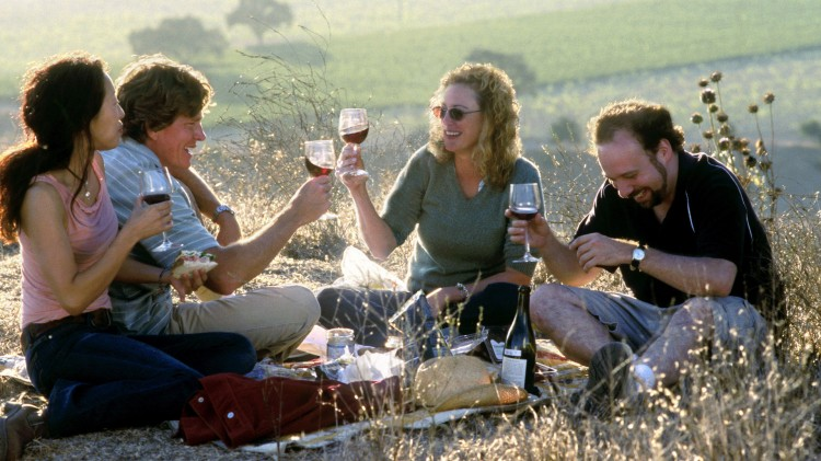 Stemningsfull piknik med vin i Sideways (Foto: Twentieth Century Fox).