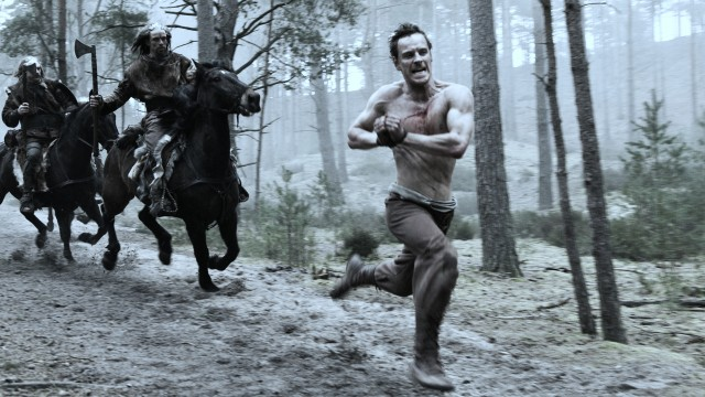 Michael Fassbender på flukt i Centurion. (Foto: Scanbox Entertainment AS)