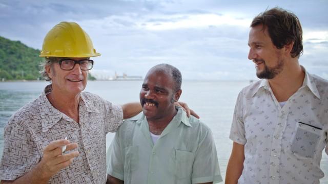 Bryan Brown, Michael Cherrie og Henrik Rafaelsen i Limbo. (Foto: SF Norge)