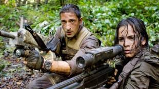 Adrien Brody og Alice Braga i Predators. (Foto: 20th Century Fox)