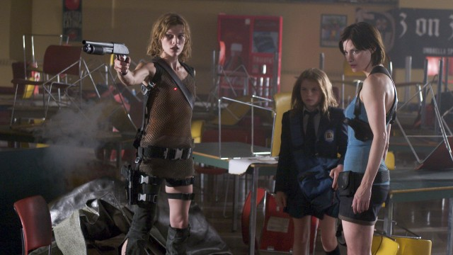 Tøffe damer i Resident Evil: Apocalypse. (Foto: Nordisk Film AS)