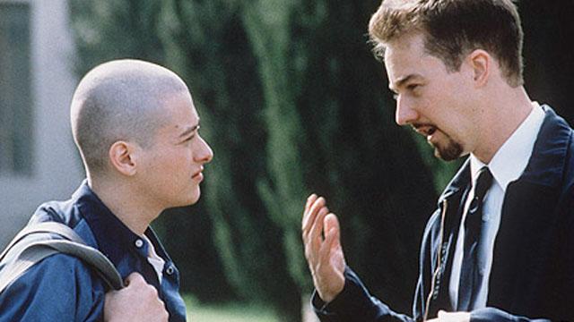 Edvard Norton og Edward Furlong som Derek og Danny i American History X. (Foto: New Line Cinema)