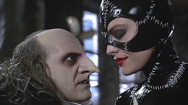 Danny Devito som Pingvinmannen og Michelle Pheipher som Catwoman i Batman Returns. (Foto: Warner Bros. Pictures)