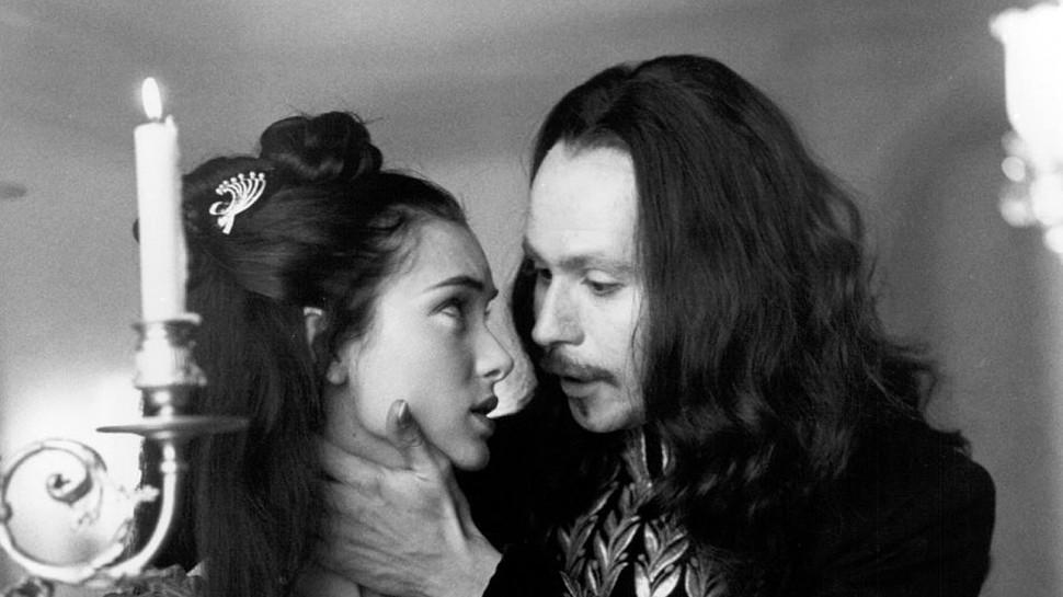 Gary Oldman og Winona Ryder i Francis Ford Coppolas filmatisering av Dracula (Foto: Columbia Pictures)