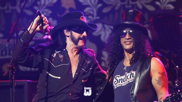 Slash (t.h.) intervjues om Lemmy i Lemmy! (Foto: REUTERS/Mario Anzuoni)