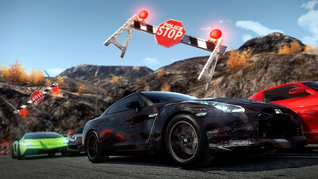 Gjennom veisperring i Need For Speed Hot Pursuit. (Foto: Electronic Arts)