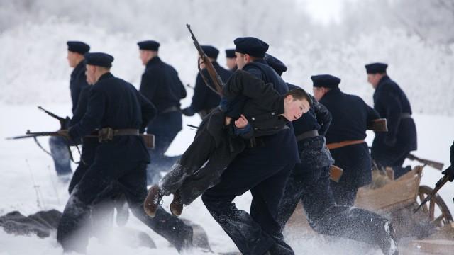 Soldater settes inn i Kongen av Bastøy. (Foto: Agnete Brun/Euforia Film)