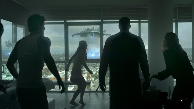 Rominvasjon sett fra toppleilighet i Skyline. (Foto: Nordisk Film)