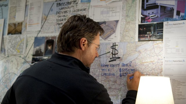 Russell Crowe planlegger noe i The Next Three Days. (Foto: SF Norge)