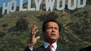 https://p3.no/filmpolitiet/wp-content/uploads/2011/01/Arnold-Schwarzenegger-Hollywood-sign.jpg